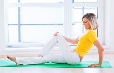 Гимнастика для коленных суставов при артрозе для пожилых синеет сустав пальца